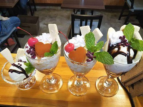 20190716草津温泉カフェ花栞(はなしおり)チョコバナナパフェ、ハートプリンパフェ、バニラアイスクリーム (1)