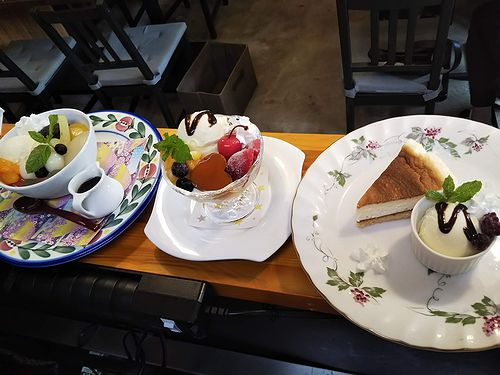 20190905草津温泉カフェ花栞(はなしおり)白玉クリームあんみつ、ハートプリンアラモード、チーズケーキ (1)