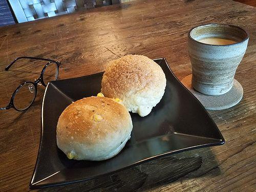 20190918草津温泉のパン屋さん。こごみパン