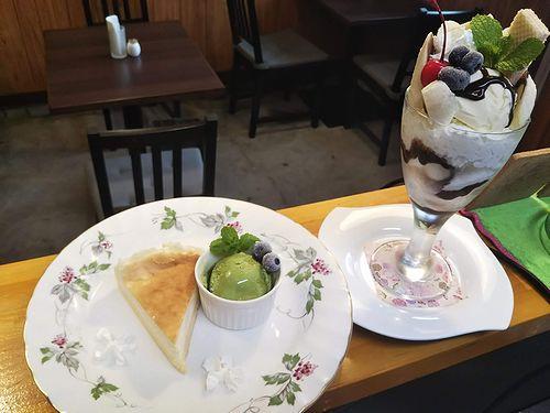 20191026草津温泉カフェ花栞(はなしおり)チーズケーキ、チョコバナナパフェ
