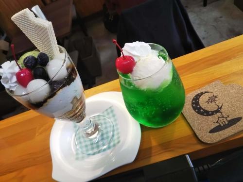 20200225草津温泉カフェ花栞(はなしおり)白玉抹茶パフェ、クリームソーダ