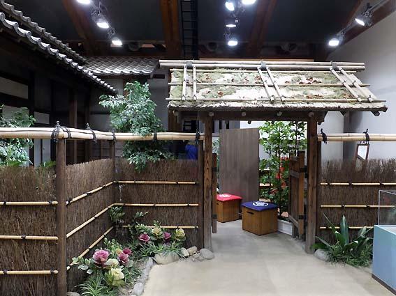 JR高知駅に再現された坂本龍馬の生家