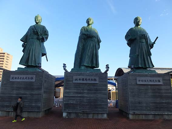 高知出身の三偉人像