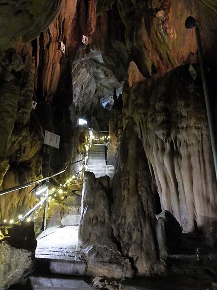 龍河洞の「しんどい坂」
