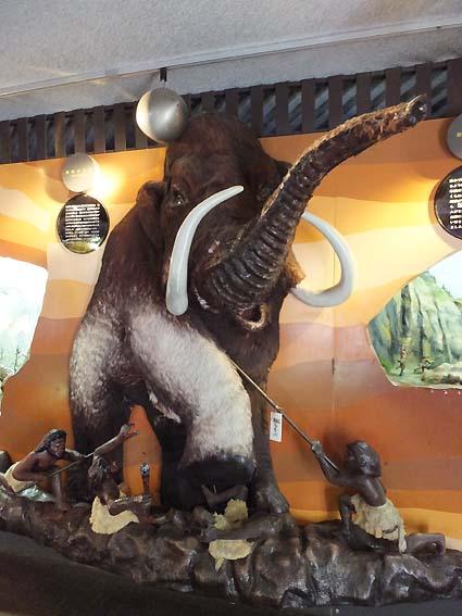 龍河洞博物館の時代を感じるジオラマ