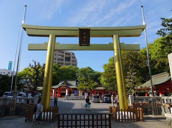 金神社の金色の鳥居