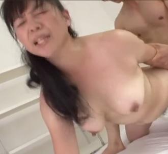 熟女の初撮りアダルト映像