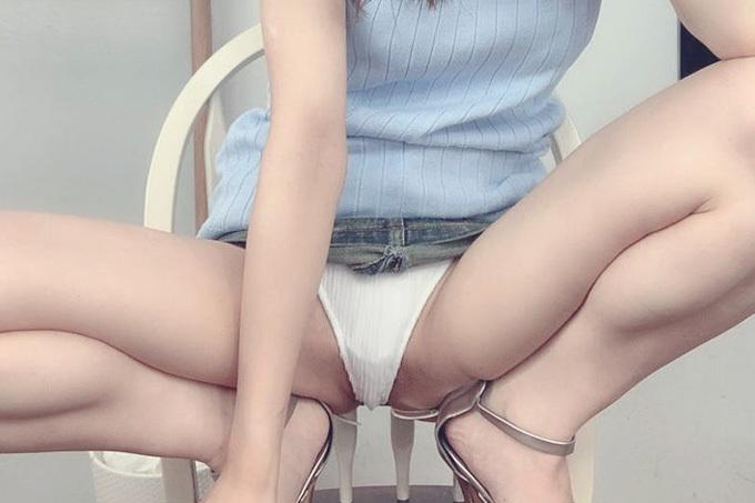 パンツ丸見えのM字開脚エロ画像