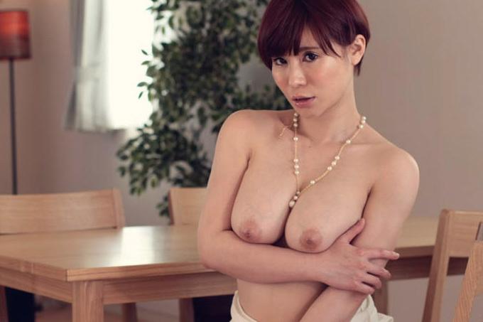 綾乃麗華 夫の上司のカラダを求めてしまう貞淑妻。