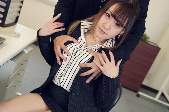 北沢蓮 休日出勤、元彼上司にネトラレ…。