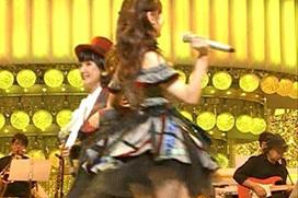 AKB柏木由紀さん(28)がスカート短くて後ろから黒パンチラ