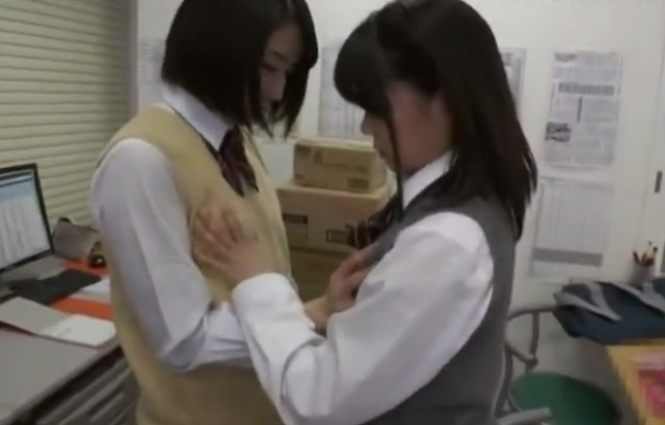 レズを強要される女子校生