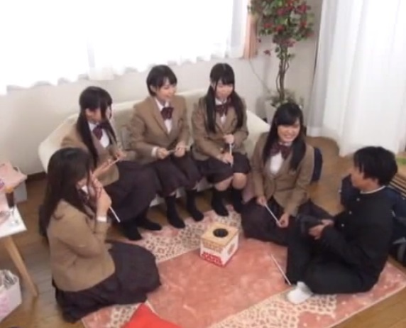 女子校生たちと王様ゲーム