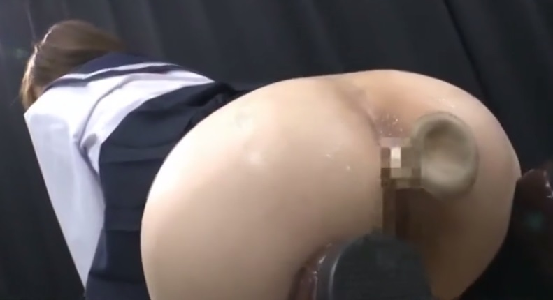 JKの肛門にエリンギ挿入