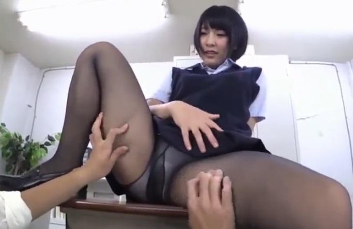 黒パンスト女子校生