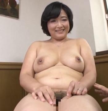 豊川むつみ 48歳普通のデカ乳デカ尻オバちゃんがお腹まで陰毛が卑猥すぎる新人おっぱい画像