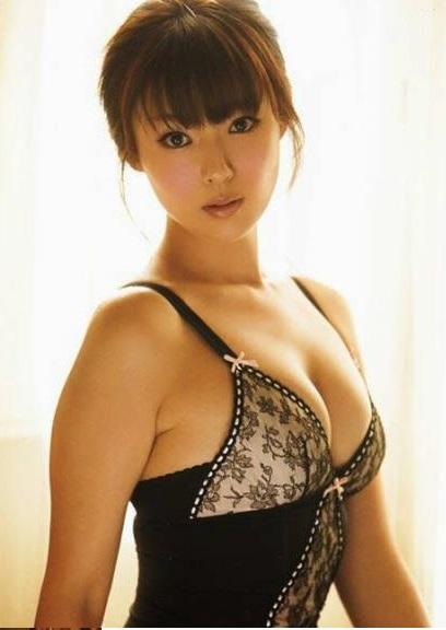 深田恭子 9年ぶりにむっちりした巨乳ムチムチボディを見せるおっぱい画像