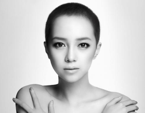 伊藤ゆみ(ICONIQ) 「パーフェクトクライム」大胆セクシー下着で濡れ場披露した女優のおっぱい画像