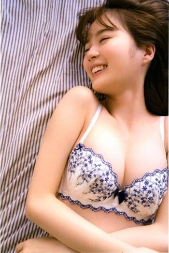 ★ 乃木坂天然イクちゃん 生田絵梨花 ヌード写真集!? 意外な巨乳おっぱい画像