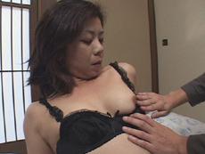 【無修正】滝圭子 「熟女にローターを仕込んでお散歩」