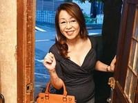 高齢人妻熟女動画 あっふ〜ん:五十路のおばさん家庭教師が教え子の童貞喰い 内原美智子 多岐川翔子