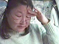 熟れすぎてごめん : 【無修正】【中出し】クセのある豊満母さんとカーセックス