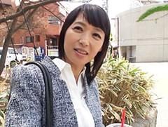 ダイスキ!人妻熟女動画 : 五十路の美熟女に若者を優しく母性満々で筆おろししちゃう! 安野由美