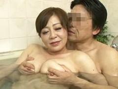 高齢人妻熟女動画 あっふ〜ん : 結婚して数十年、今でも一緒にお風呂に入り中出しセックスする中年夫婦 寺島千鶴
