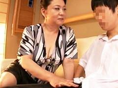 ダイスキ!人妻熟女動画 : 豊満六十路母が息子の友人をセフレにして元気な肉棒に酔いしれる 愛田正子