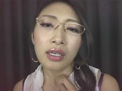 熟女ストレート : 小早川怜子 メガネを掛けたデカパイお色気熟女が貴方を淫語プレイでイカす!
