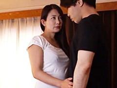 ダイスキ!人妻熟女動画 : 娘の彼氏のデカチンを挿れられ脳天まで激烈が走る四十路母 一色桃子
