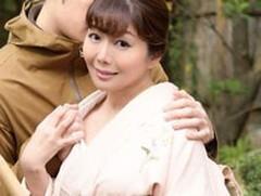 ダイスキ!人妻熟女動画 : 旅館の女将をやってる四十路母が帰省してきた息子と露天風呂で… 小野さち子