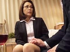 ダイスキ!人妻熟女動画 : 四十路の女上司と営業帰り、告白し真っ白な体を抱いたった! 高瀬智香