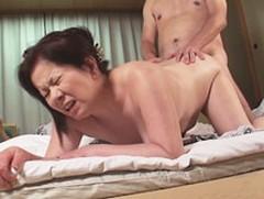 ダイスキ!人妻熟女動画 : 五十路の熟年夫婦がフルムーン旅行で回春セックスに燃える 岩崎千鶴