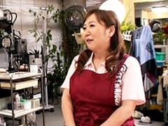 ダイスキ!人妻熟女動画 : 理髪店を営む五十路の巨乳おばちゃんと理容イスでセックス! 吉本晶子