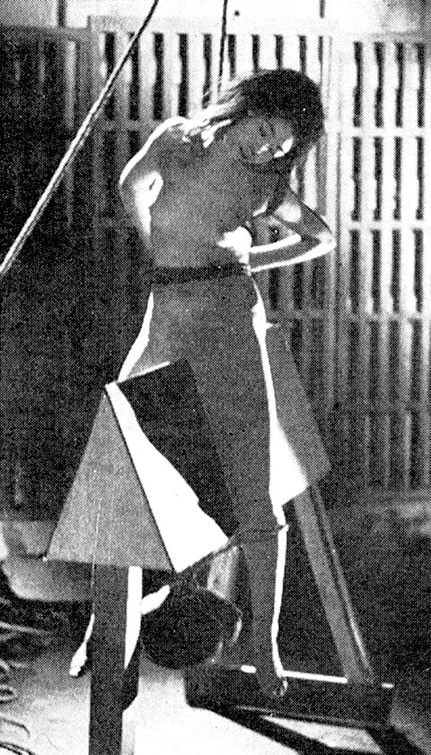 三角木馬の拷問
