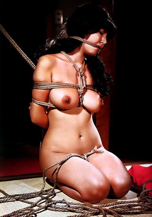 おっぱいを縛られて緊縛調教されてるお姉さん18