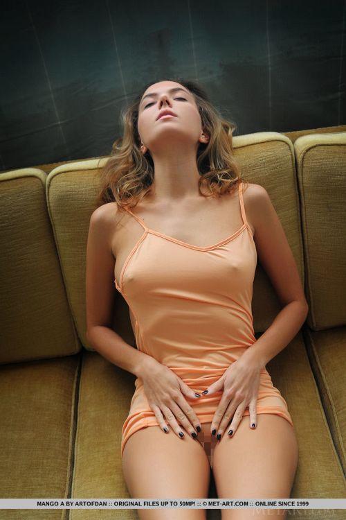【乳首ポチ】服の上からでもわかるほど勃っている…ポチっと押したいwえっちな乳首スイッチww Part2 # 外人エロ画像