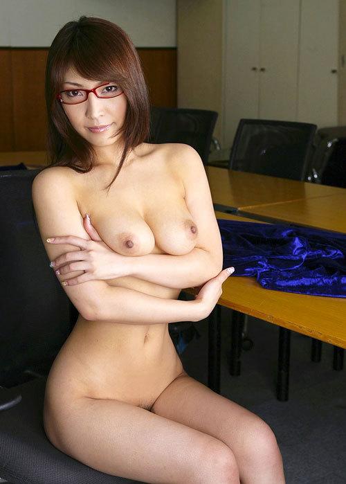 メガネ掛けておっぱい丸出しのお姉さんに萌え30