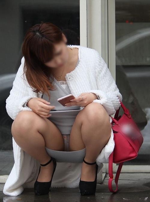 座りスカートのパンチラ★エロ画像50枚