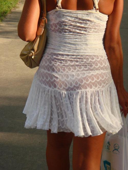 【美女透けパンエロ画像】下着がスケスケの状態で街を歩く素人さんのお尻を見逃さないwww