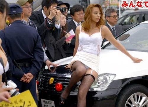 高橋メアリージュン、おっぱいやパンツ見せまくり!サービス良すぎるわ・・・