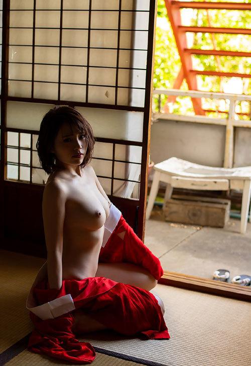 伊藤舞雪Fカップ美巨乳おっぱい90