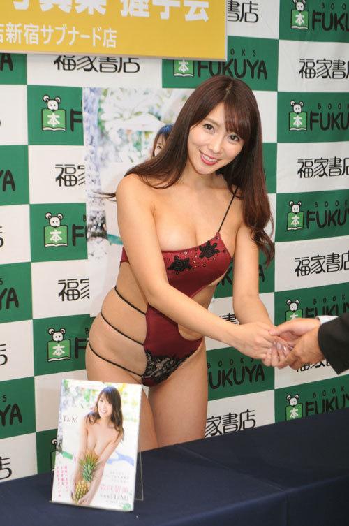 森咲智美 変態水着イベントで勃起者続出!!!