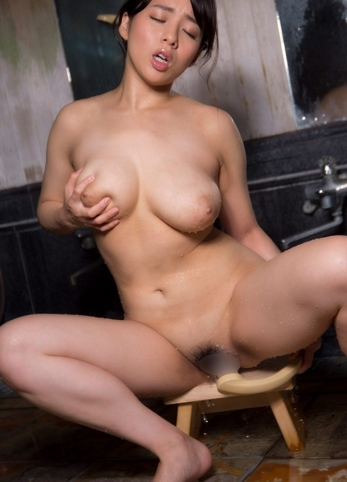 三島奈津子 童貞喰いまくってきたような豊満巨乳人妻のJカップがこちら 画像130枚