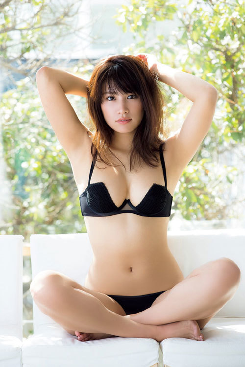久松郁実ビキニからこぼれそうな巨乳おっぱい15