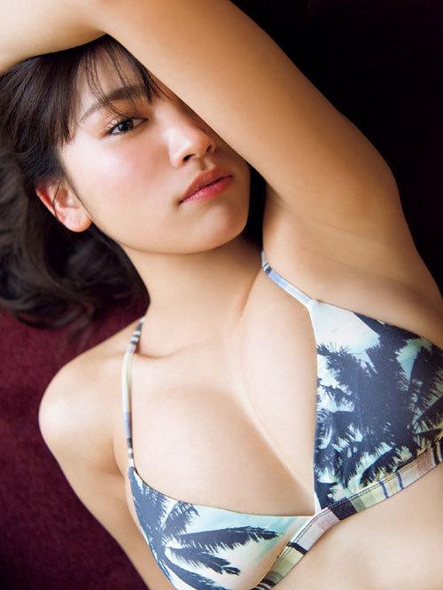 久松郁実ビキニからこぼれそうな巨乳おっぱい21
