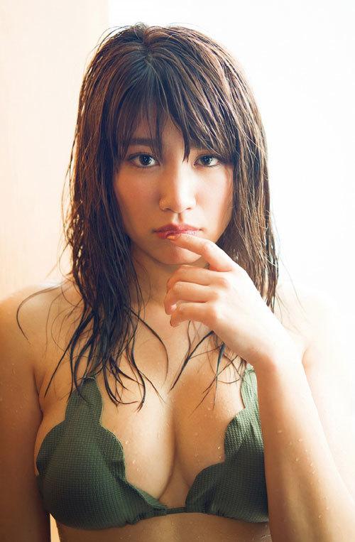 久松郁実ビキニからこぼれそうな巨乳おっぱい24