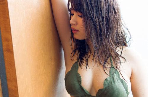 久松郁実ビキニからこぼれそうな巨乳おっぱい25