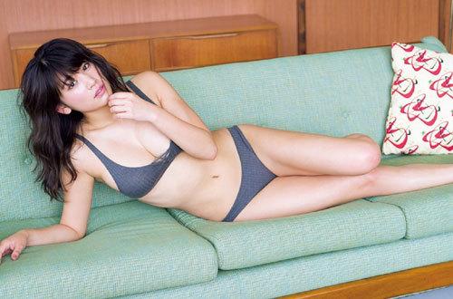 久松郁実ビキニからこぼれそうな巨乳おっぱい29